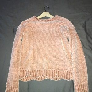 PINK SWEATER SIZE SMALL.
